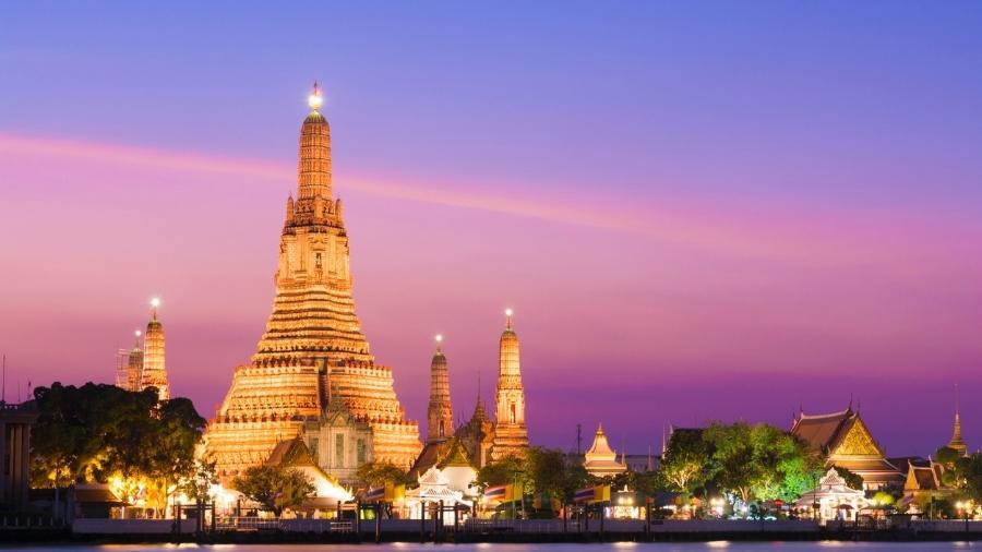 Templo de Wat Arun ao pôr-do-sol em Bangcoc, Tailândia - Getty Images