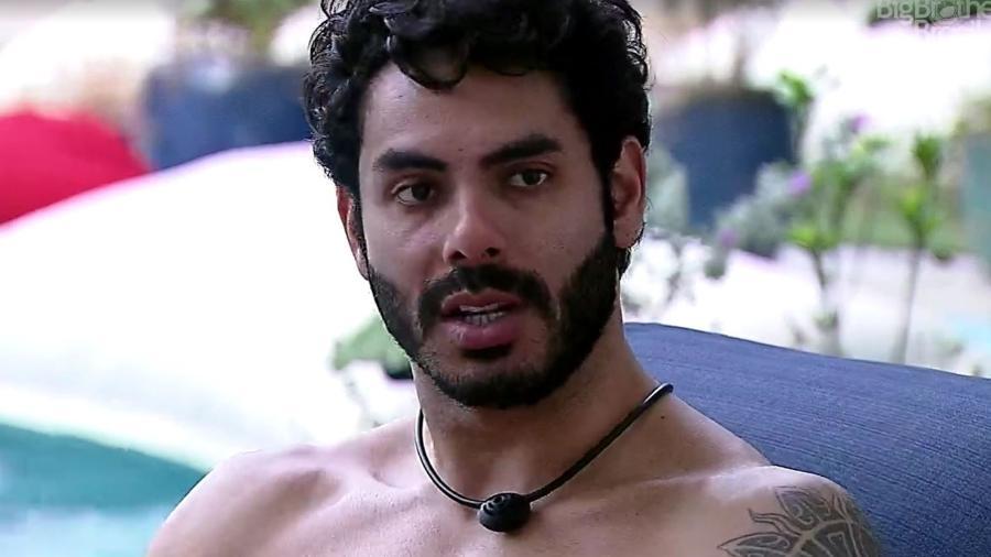 BBB 21: Rodolffo conversa na piscina - Reprodução/ Globoplay