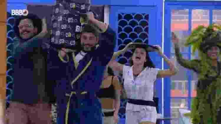 BBB 21: Brothers ganham bebida na madrugada - Reprodução/Globoplay - Reprodução/Globoplay