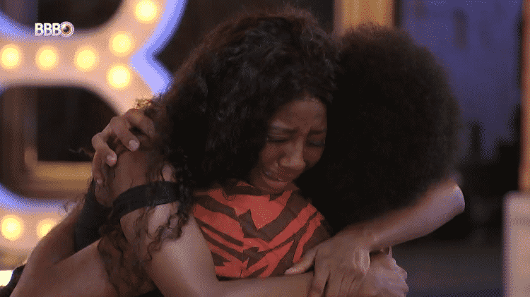 BBB 21: Camilla e João choram e se abraçam - Reprodução/Globoplay - Reprodução/Globoplay