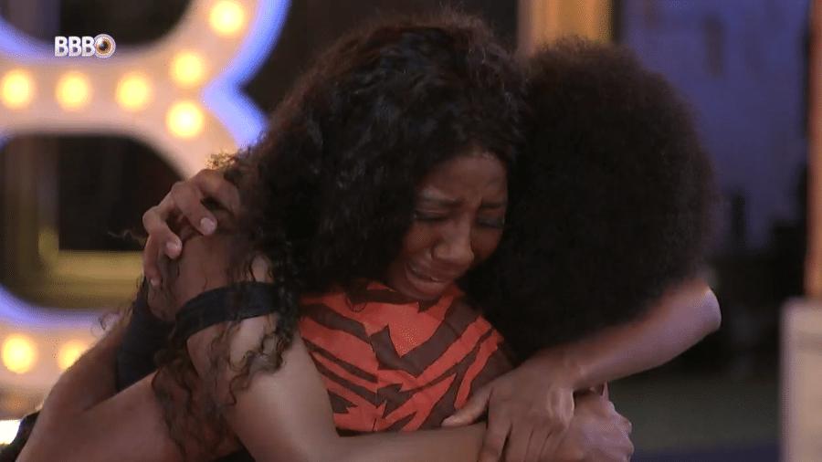 BBB 21: Camilla e João choram e se abraçam - Reprodução/Globoplay