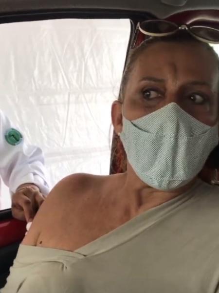 Rita Cadillac toma vacina contra a covid-19 em São Paulo - Reprodução/Instagram