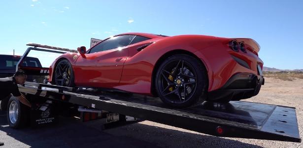 Que situação!   Homem dá perda total em Ferrari alugada em primeira saída