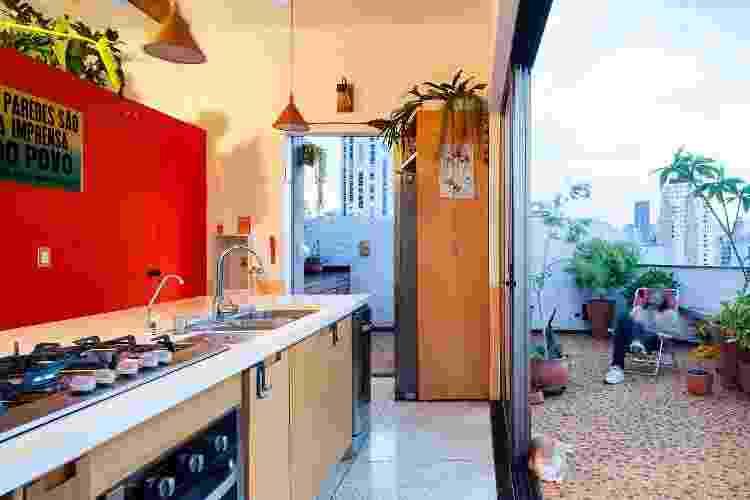 A cozinha está ligada ao terraço, transformando-a em um espaço social - Pedro Vannucchi  - Pedro Vannucchi