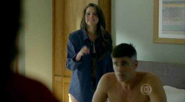 Giovanna ofende Fanny após ser flagrada na cama com Anthony