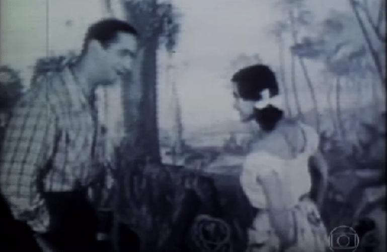 18.set.2015 - A Globo homenageou o aniversário dos 65 anos da TV brasileira, comemorados nesta sexta-feira (18), e, de sobra, mostrou as primeiras imagens da apresentadora Hebe Camargo, ainda morena