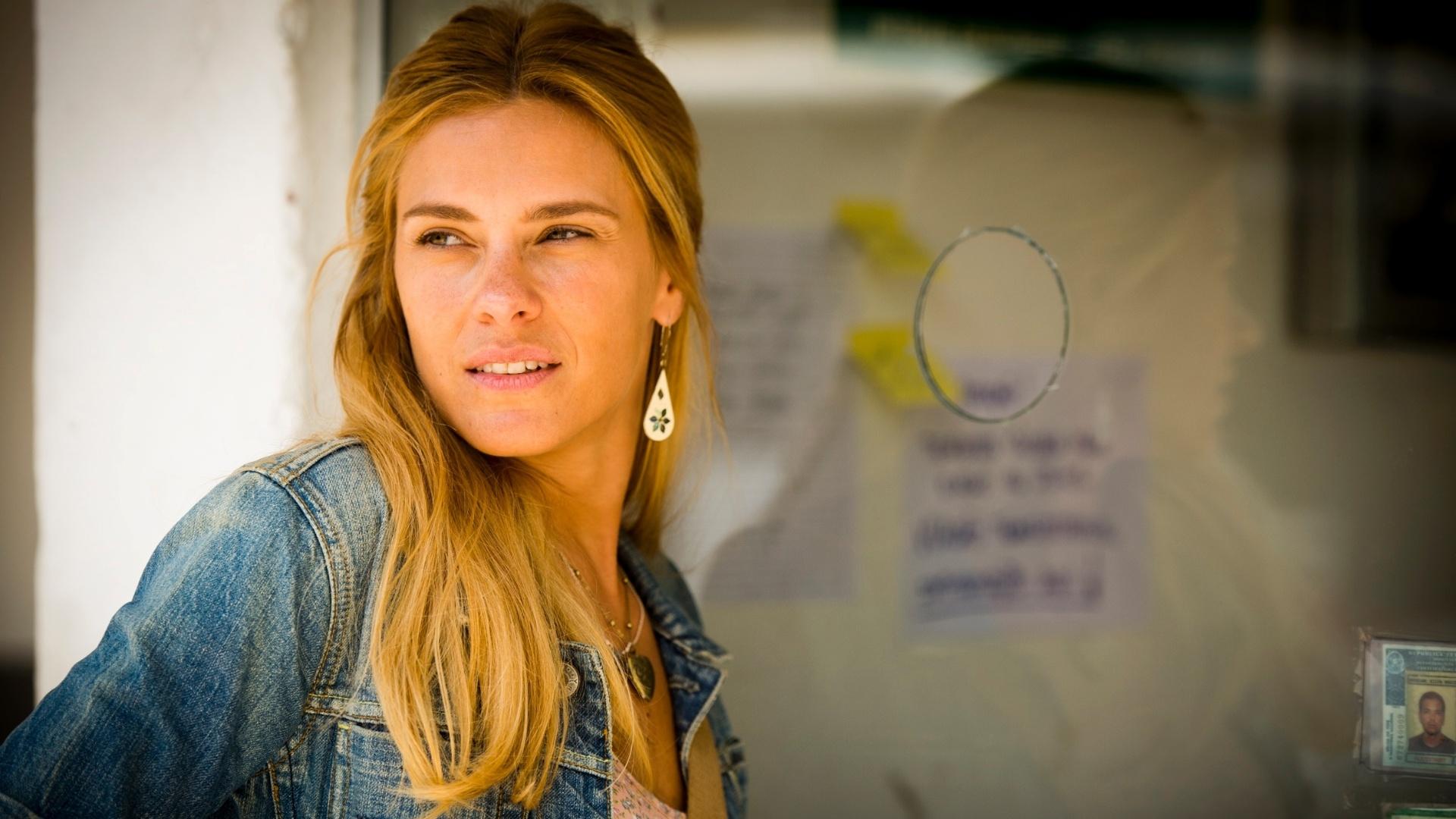 Carolina Dieckmann interpreta Lara em