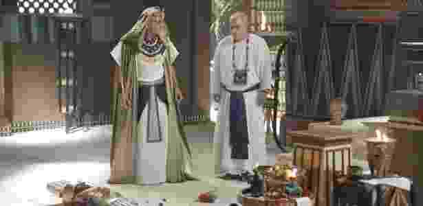 Sérgio Marone dá banho como o faraó Ramsés, tanto na novela como no longa-metragem - Divulgação