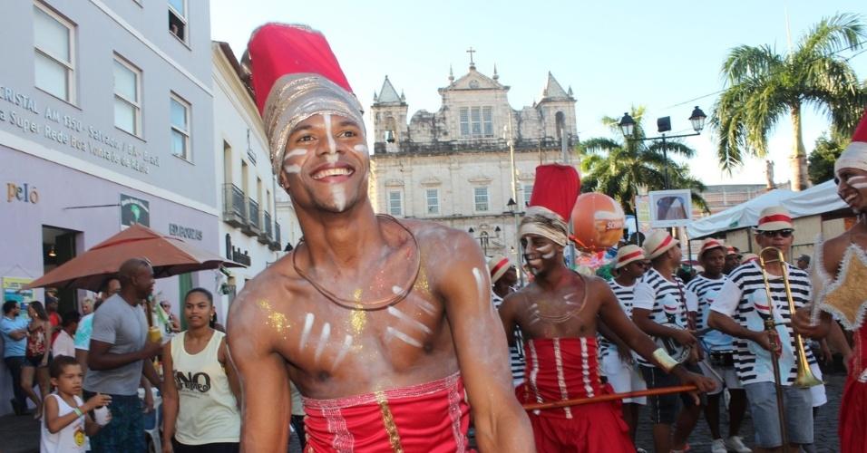 5.fev.2016 - Furdunço anima foliões trazendo diversidade de ritmos e estilos no circuito Campo Grande, em Salvador