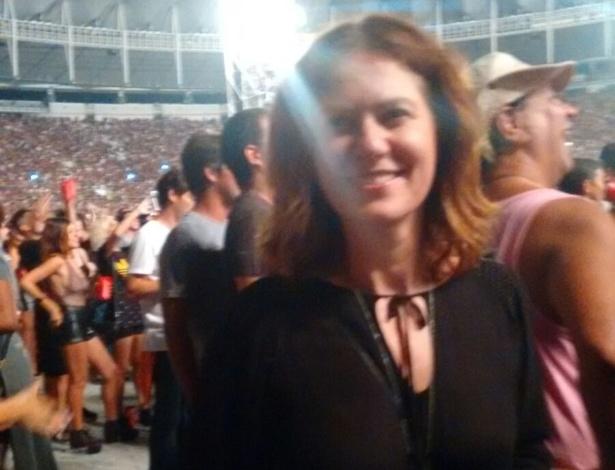 """20.fev.2016 - Patrícia Pillar chegou sorridente, fez selfies com fãs, mas concentrou toda a sua atenção para o palco quando Mick Jagger apareceu. A banda se apresentou neste sábado (20), o primeiro show da turnê """"America Latina Olé"""", no estádio do Maracanã, no Rio de Janeiro"""