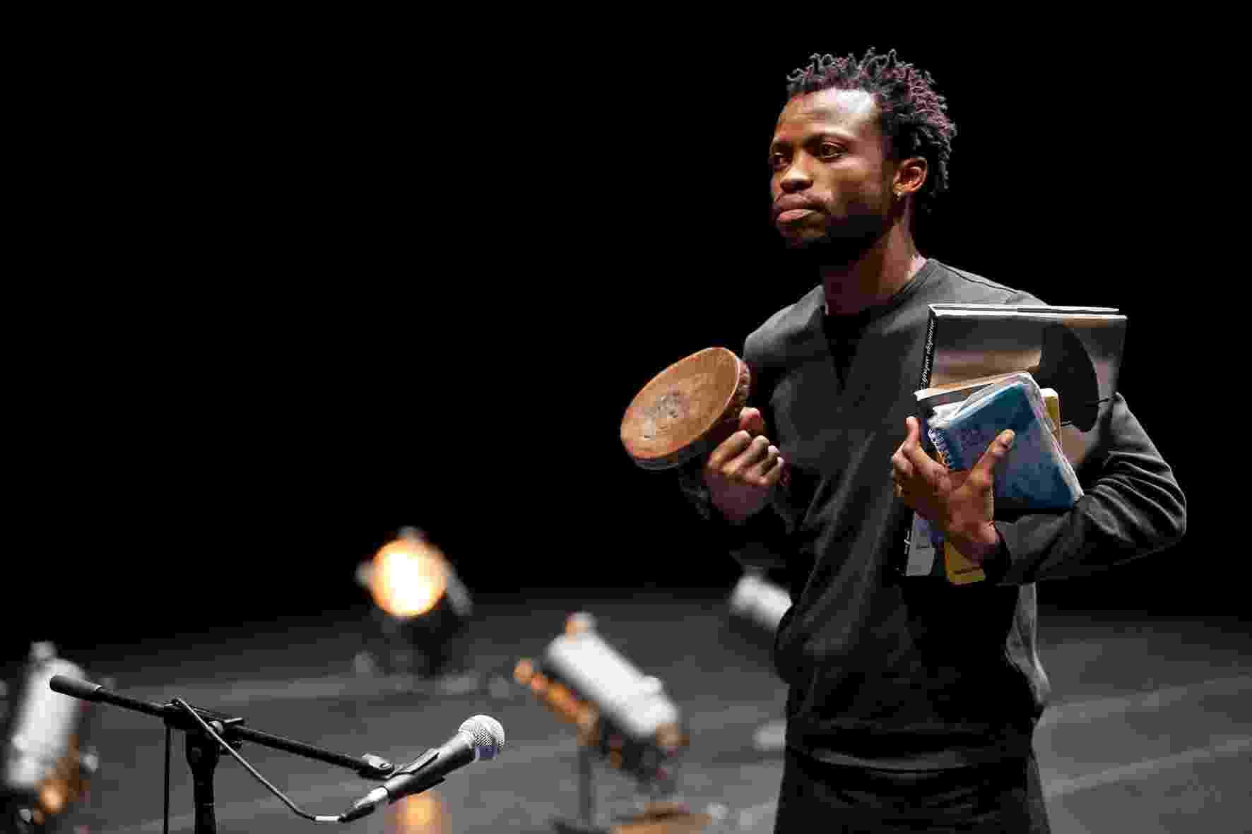 """A Carga"", do coreógrafo e bailarino congolês Faustin Linyekula - Agathe Poupenay"