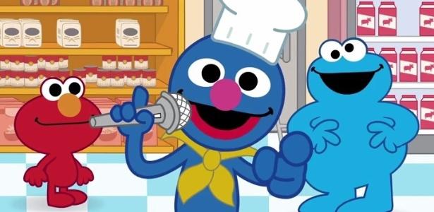 """Elmo, Grover e Come Come, bonecos de """"Vila Sésamo"""", na animação """"Desafio do Elmo"""" - Reprodução/YouTube/Vila Sésamo"""