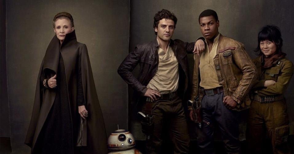 Carrie Fisher, Oscar Isaac, John Boyega e Kelly Marie Tran como os rebeldes Leia, Poe Dameron, Finn, e Rose Tico, com o droid BB-8.