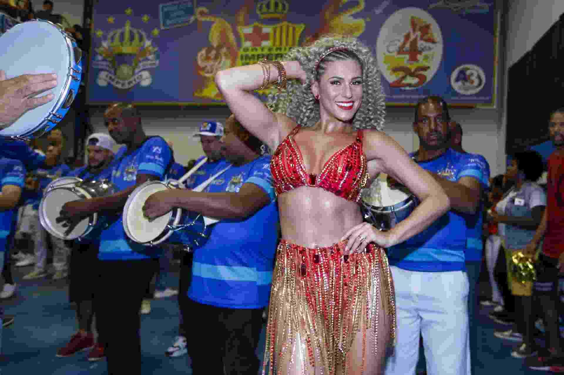 Livia Andrade no ensaio da Império da Casa Verde - Marcelo Justo/UOL