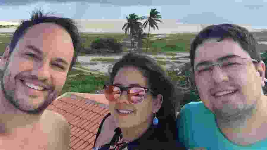 Karol Lannes com os pais - Arquivo pessoal
