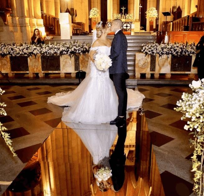 Lexa e Guimê subiram ao altar na Catedral da Sé com decoração de flores claras e muita iluminação - Reprodução/Instagram