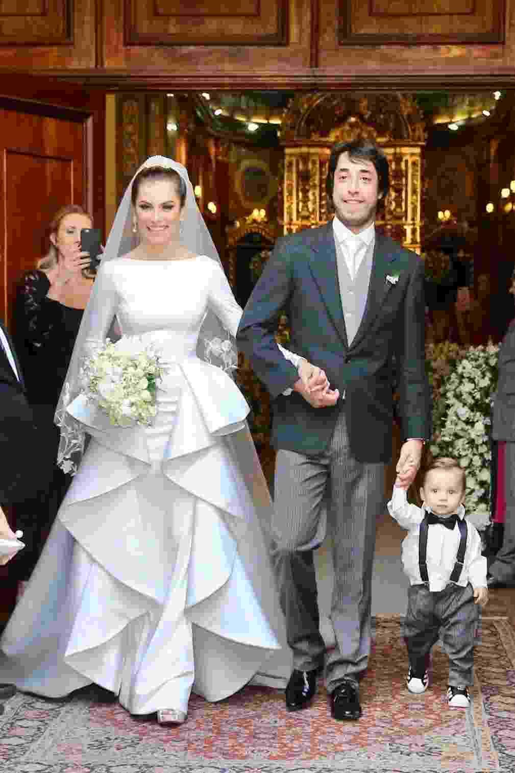 Bruna Hamú e Diego Moregola, acompanhados do filho, Julio, se casam em São Paulo - Manuela Scarpa/Brazil News