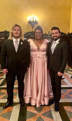 Marcus Majella, Cacau Protásio, colegas de Nicole e padrinhos da noiva, e Lindsay Paulino, à espera do casamento