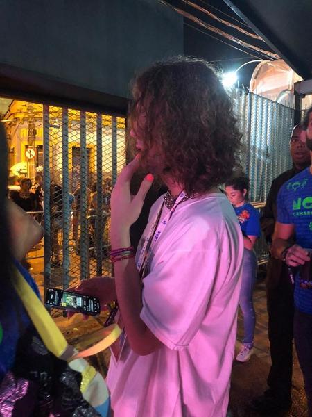 Lucas Jagger volta a pintar as unhas em camarote - Coluna do Leo Dias