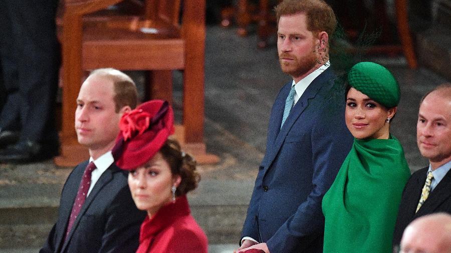 Príncipe William e Kate (à frente) com príncipe Harry e Meghan (ao fundo) no Commonwealth Day Service, em Londres - Getty Images