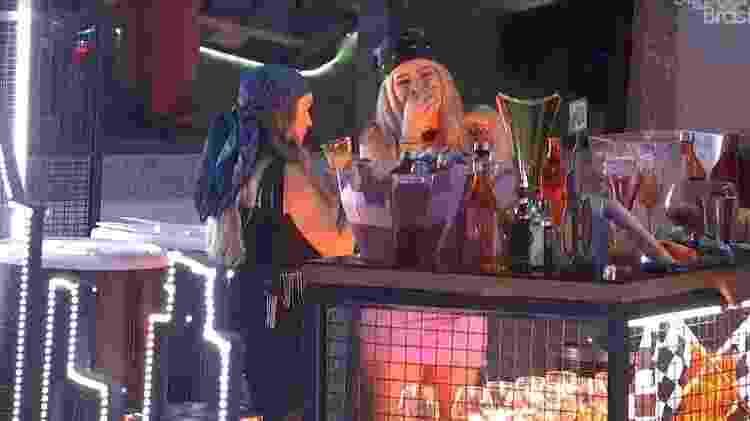 BBB 21: Viih Tube brinca com Carla Diaz - Reprodução/ Globoplay - Reprodução/ Globoplay