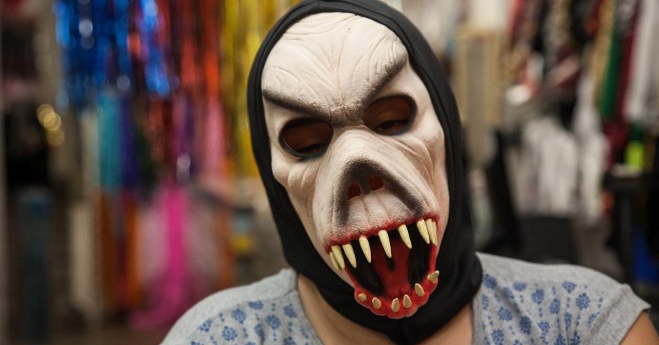 A máscara de monstro custa R$ 22 na loja Puppet´s (Rua 25 de Março, 641 L10 ? Centro/SP)