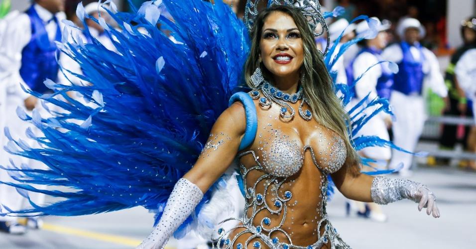 6.fev.2016 - Gil Jung, musa e destaque da Nenê de Vila Matilde desfila no Anhembi, em São Paulo
