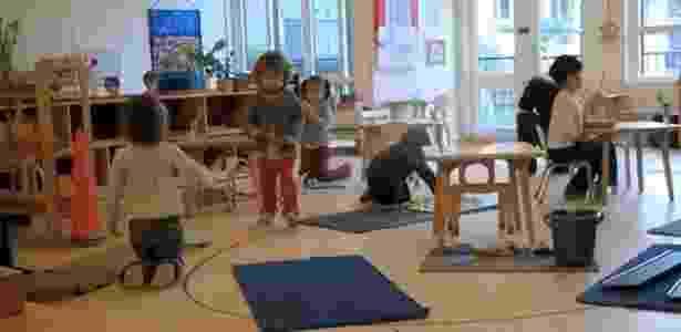 No método montessoriano, os materiais ficam espalhados pela sala de aula. - Reprodução/Montessori Society - Reprodução/Montessori Society