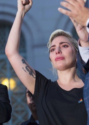 13.jun.2016 - Lady Gaga se emociona em ato em Los Angeles - Reprodução /Instagram /ladygaga