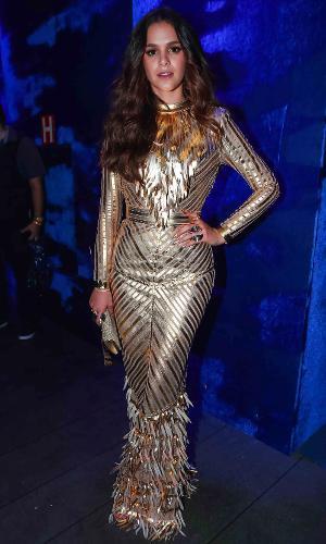 Bruna Marquezine vai com vestido justinho e metalizado ao Baile de Carnaval da