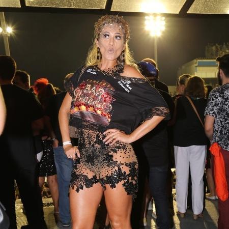 Lívia Andrade apostou em visual cheio de brilho e transparência na primeira noite do Carnaval em São Paulo - Deividi Correa/AgNews