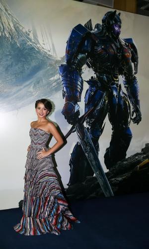 """A atriz americana Isabela Moner, que está no elenco de """"Transformers 5 - O Último Cavaleiro"""" esteve no Brasil para a pré-estreia do filme"""