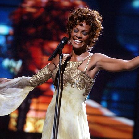 A cantora Whitney Houston em performance no World Music Awards, em Las Vegas, em 2004 - Kevin Winter/Getty Images