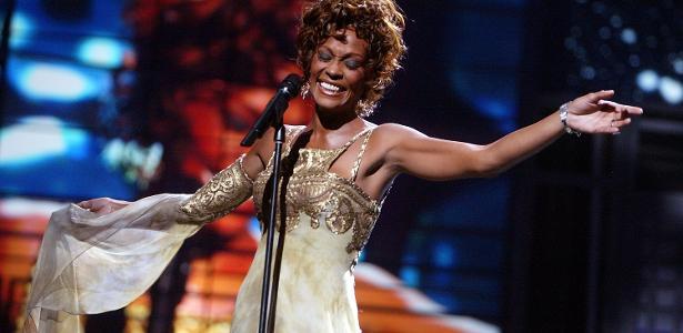Whitney Houston em performance no World Music Awards, em Las Vegas, em 2004