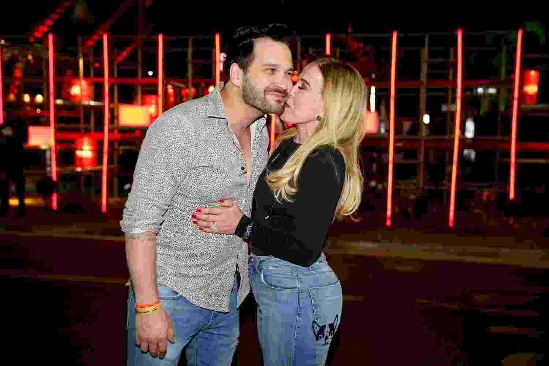 Apaixonada, Zilu beija o namorado Marco Ruggiero na 63º Festa do Peão de Barretos no sábado (18) - Manuela Scarpa/Brazil News