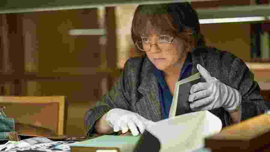 """Melissa McCarthy como Lee Israel em cena de """"Poderia me Perdoar?"""" - Reprodução"""