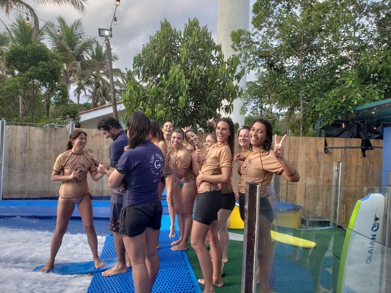 VivaBem no Verão  meninas do surfe encaram simulador de ondas - 21 01 2019  - UOL VivaBem 94e154d3c6