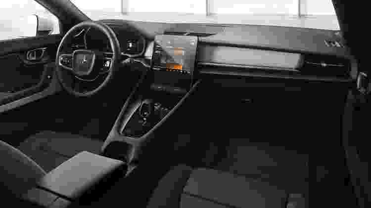 """Estilo da cabine é semelhante ao do Volvo XC40, mas """"inteligência"""" do Polestar é feita pelo Google e materiais usados são """"veganos"""" - Divulgação"""