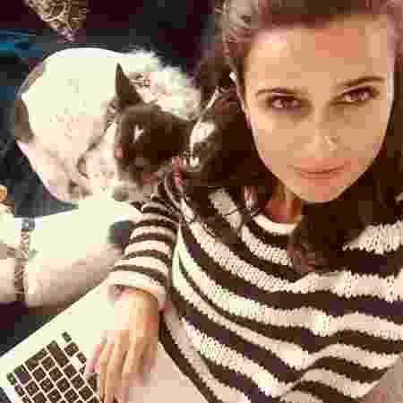 """""""Escrever é muito chato"""", admite autora de Ouro Verde, nova novela da Band"""
