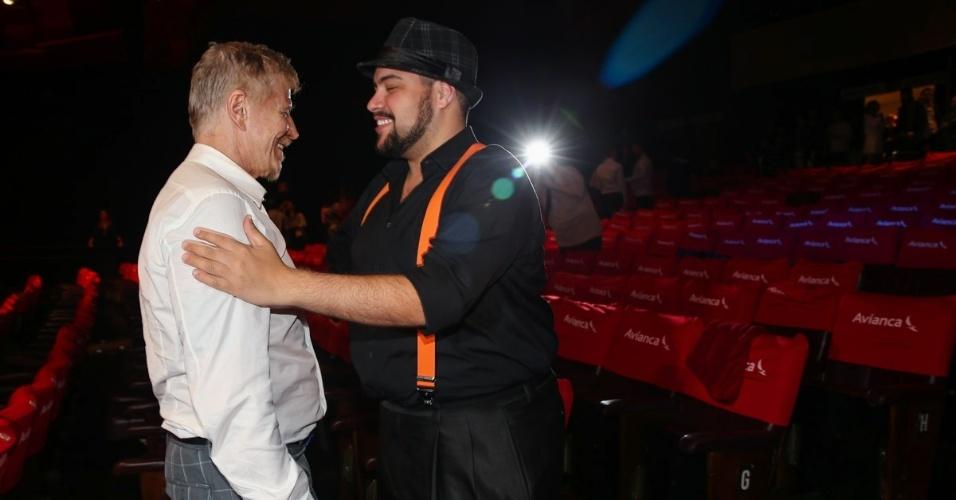 13.jul.2015 - Tiago Abravanel parabeniza Miguel Falabella pela direção e adaptação do espetáculo