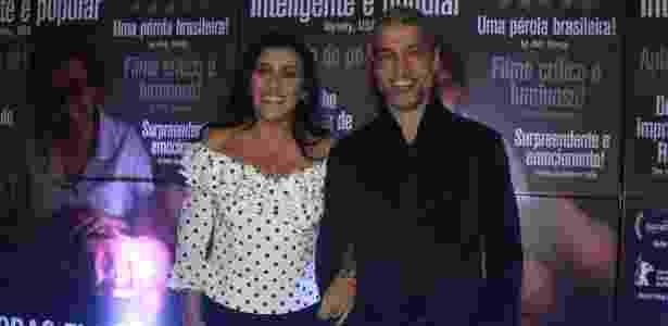 """11.ago.2015- Regina Casé e o marido  Estevão Ciavatta chegam para o lançamento do filme  """"Que Horas ela Volta?"""" em São Paulo - Thiago Duran/AgNews - Thiago Duran/AgNews"""