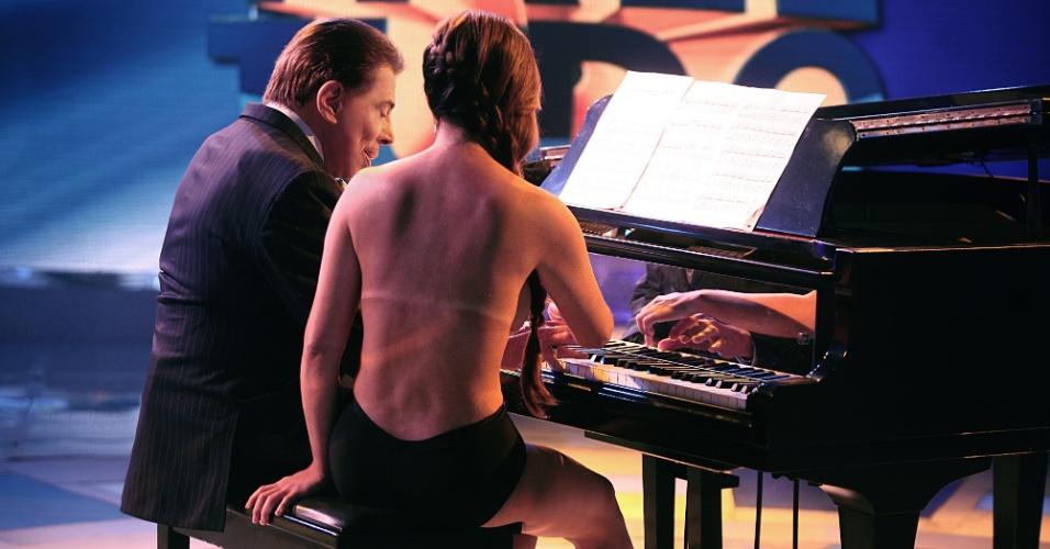 2014 - Silvio Santos recebe Suzy Pianista, que toca nua, em seu programa