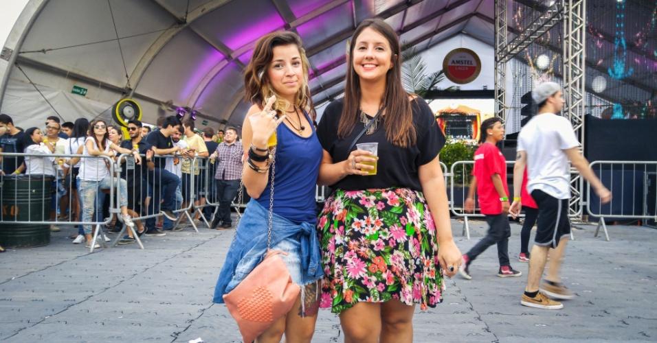 23.jan.2016 - As amigas Danyele Melo, 28, vendedora, e Priscilla Seripieri, 23, publicitária, usaram looks jovens e coloridos para aproveitar a noite no CarnaUOL, que acontece no Urban Stage, em São Paulo.