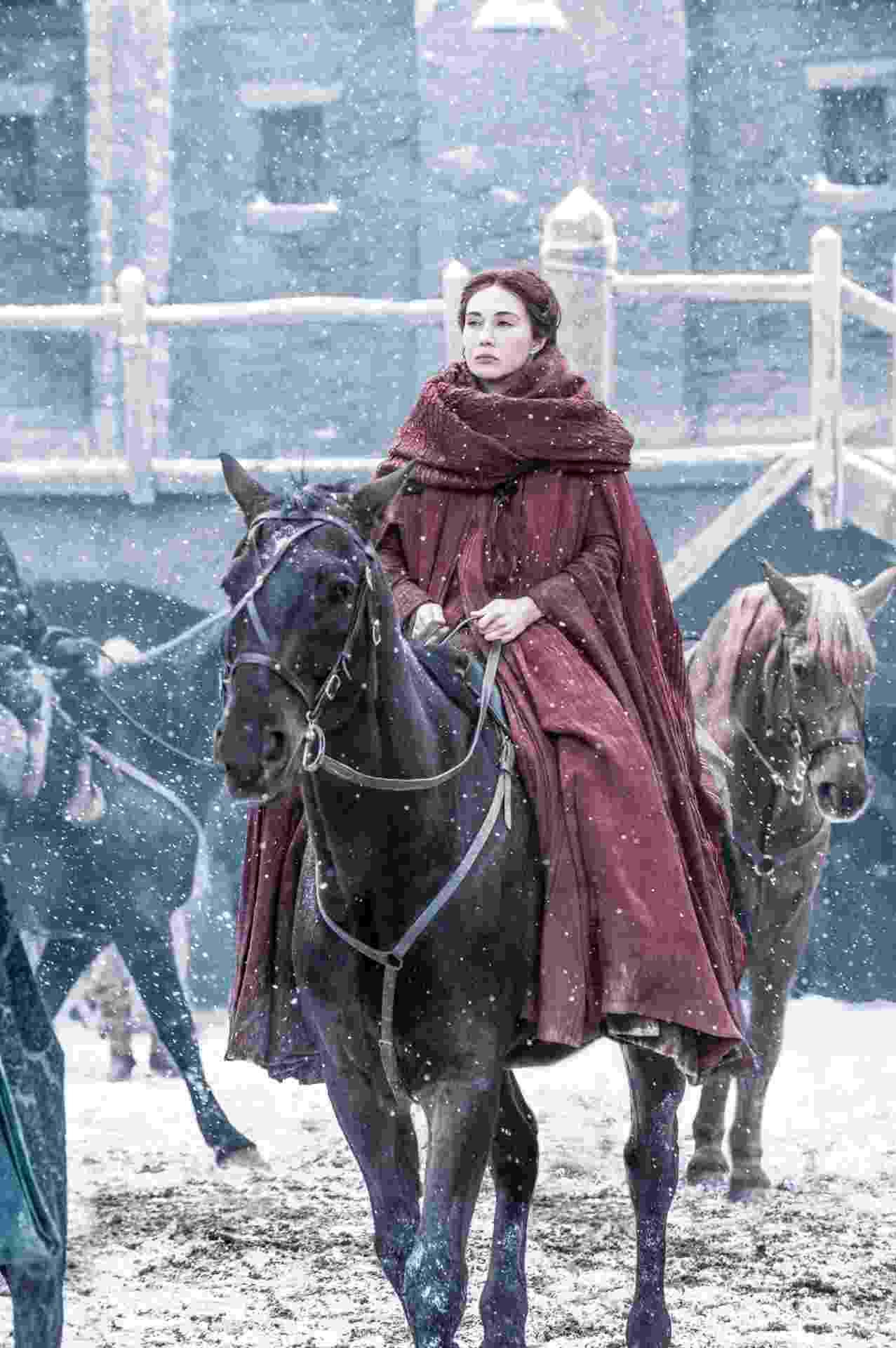 """A sacerdotisa vermelha Melisandre aparece em cena da sexta temporada de """"Game of Thrones"""" - Divulgação/HBO"""