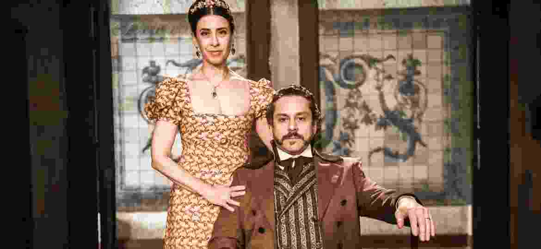 """Maria Teresa (Fernanda Torres) e Geraldo (Alexandre Nero), casal protagonista da série """"Filhos da Pátria"""" - João Miguel Júnior/TV Globo"""
