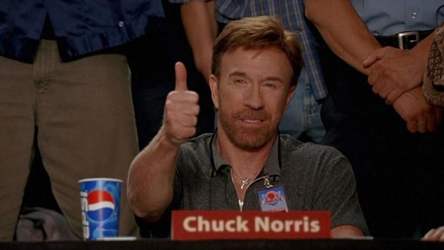 Verdades sobre Chuck Norris número 1034: Só Chuck Norris consegue ser comunista e capitalista ao mesmo tempo - Reprodução