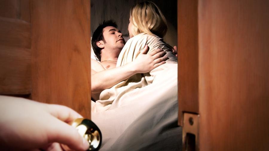 Para algumas mulheres, ver o parceiro fazendo sexo com outra pessoa é prazeroso - iStock