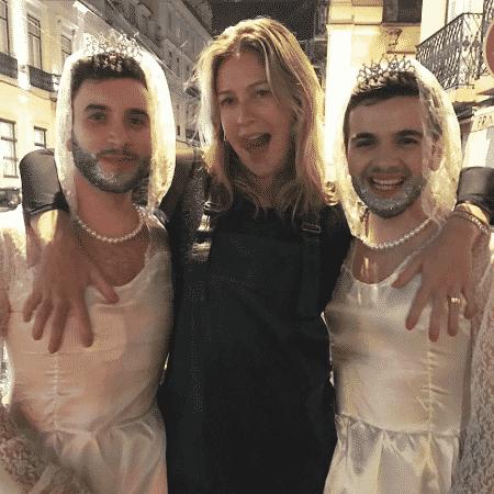 Luana Piovani posa com foliões em Lisboa - Reprodução/Instagram