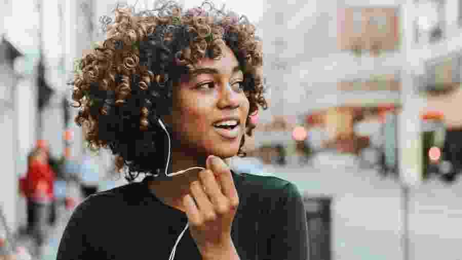 Apenas 11,9% dos podcasts brasileiros são produzidos ou apresentados por mulheres - iStock Images