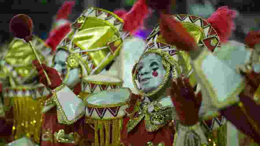 Salgueiro desfilando na Marquês de Sapucaí no Carnaval de 2020 - Júlio César Guimarães/UOL